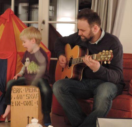Gitarre & Cajon vorm dem Schlafengehen